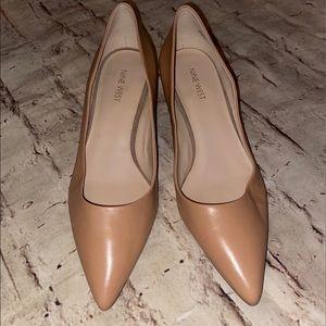 Nine West Llumie Kitten heels pumps nude 9 M EUC